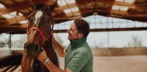Lorenzo d'Arpe Medico Veterinario è esperto di laminite nel cavallo, navicolite e in tutte le patologie del piede del cavallo. Come evitare un cavallo zoppo e curare i problemi del piede del cavallo