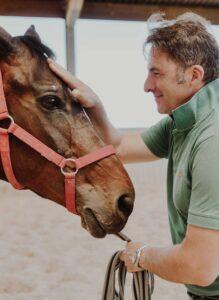 Cavallo ortopedico: Lorenzo d'Arpe Medico Veterinario è esperto di laminite nel cavallo, navicolite e in tutte le patologie del piede del cavallo. Come evitare un cavallo zoppo